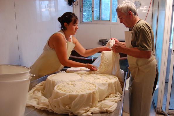 Store Raclette-oste vendes i formene