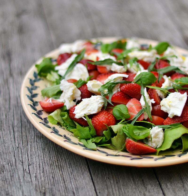 Salat med jordbær og mozzarella