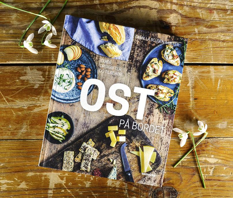 Forsiden af OST på bordet