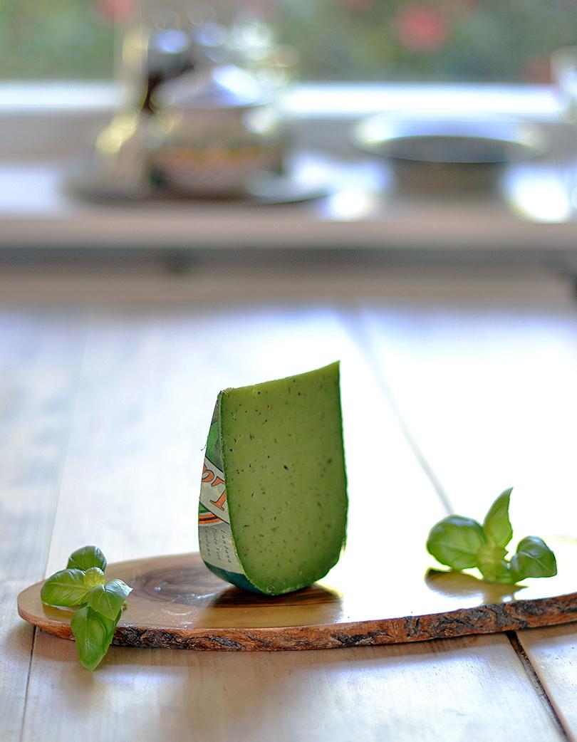 Gouda med grøn pesto