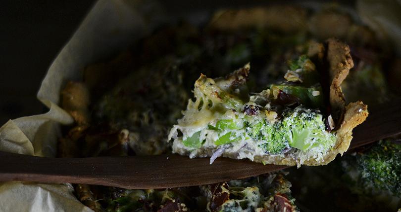 Broccolitærte med ostedej