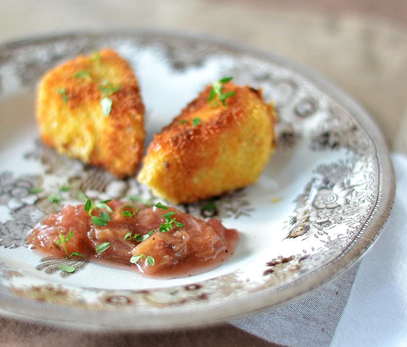 Fritereret camembert med rabarber