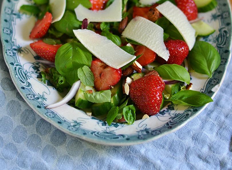 Salat med smag af sommer og grana padano