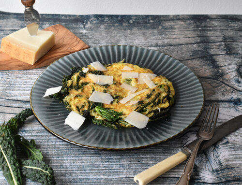 Æggekage med palmekål og parmesan