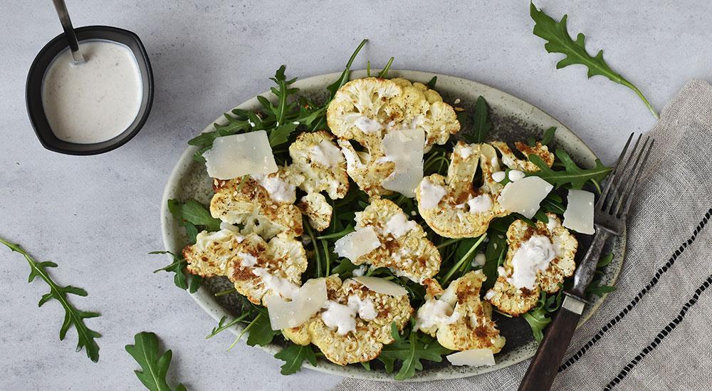 Salat med blomkål og parmesan